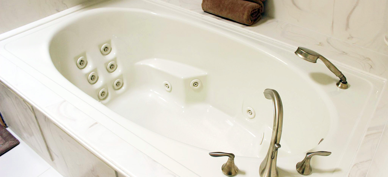 Whirlpool Bathtubs and Walk-in Bath Systems